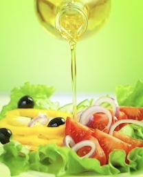 Dầu ăn hướng dương phù hợp với món tẩm ướp hoặc salad, rau trộn
