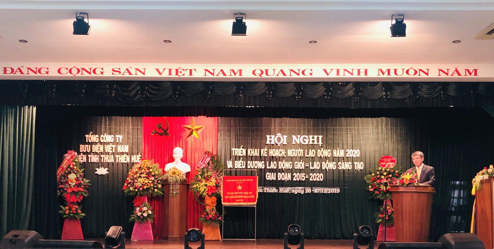 Phó Tổng giám đốc TCT Bưu điện Việt Nam phát biểu chỉ đạo Hội nghị